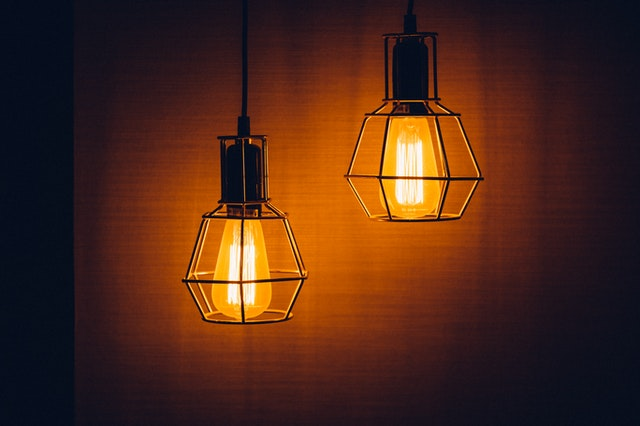 Pendant Lights Versus Chandelier: Which is the Better Choice?
